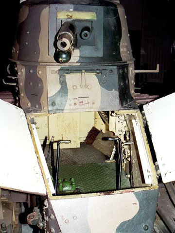 Looking inside a Renault FT-17
